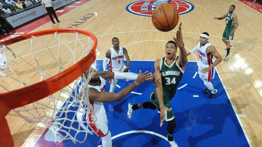 AUBURN HILLS, MI - OCTOBER 17: Giannis Antetokounmpo #34 of the Milwaukee Bucks shoots the ball against the Detroit Pistons on October 17, 2016 at The Palace of Auburn Hills in Auburn Hills, Michigan. NOTE TO USER: User expressly acknowledges and agrees that, by downloading and/or using this photograph, User is consenting to the terms and conditions of the Getty Images License Agreement. Mandatory Copyright Notice: Copyright 2016 NBAE (Photo by Chris Schwegler/NBAE via Getty Images)