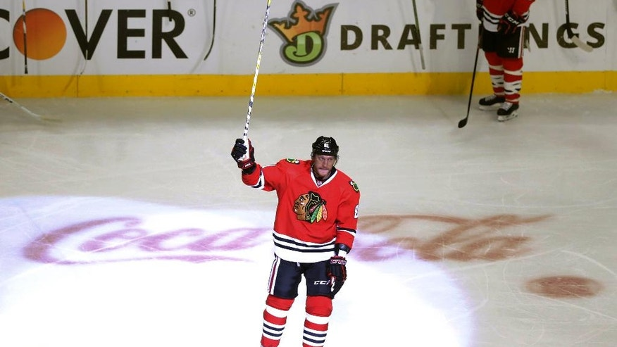 Chicago Blackhawks's Marian Hossa acknowledges the crowd's applause after scoring his 500th career goal, during the second period of an NHL hockey game against Philadelphia Flyers on Tuesday, Oct. 18, 2016, in Chicago. (AP Photo/Charles Rex Arbogast)
