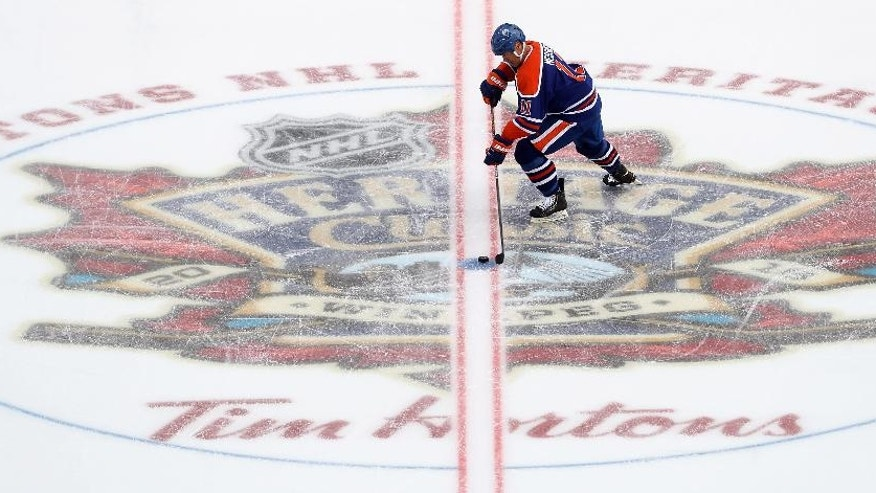 Edmonton Oilers' Mark Messier takes a penalty shot during the first period against the Winnipeg Jets in the NHL Heritage Classic alumni hockey game, Saturday, Oct. 22, 2016, in Winnipeg, Manitoba. (Trevor Hagan/The Canadian Press via AP)