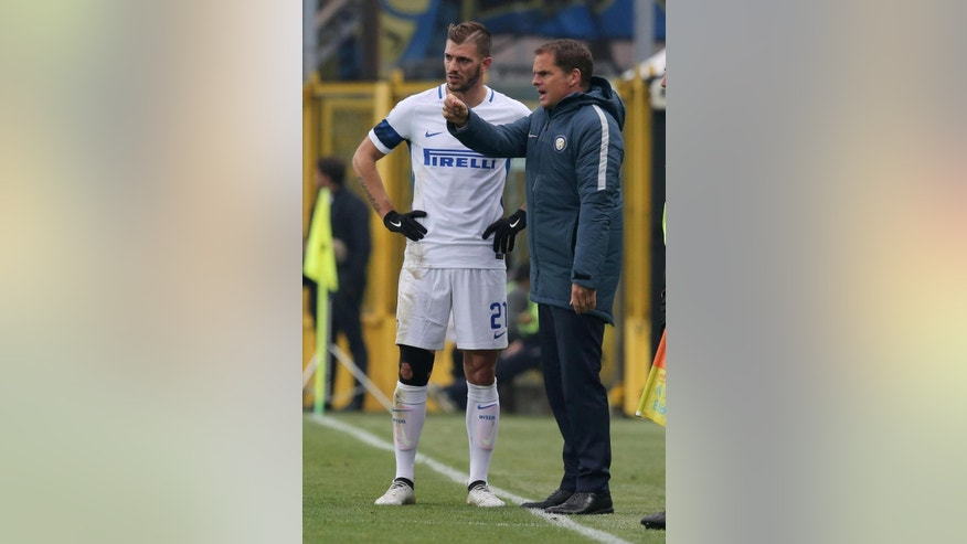 Inter Milan coach Frank De Boer gives instructions to Daniele Santon during a Serie A soccer match against Atalanta in Bergamo, Italy, Sunday, Oct. 23, 2016. (Paolo Magni/ANSA via AP)