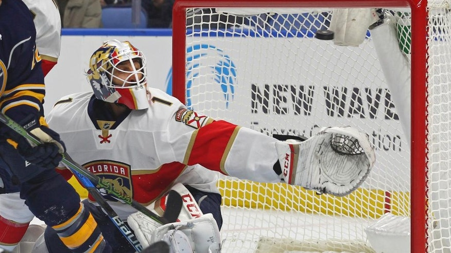 Florida Panthers goalie Roberto Luongo (1) reaches for the puck during the first period of a NHL hockey game against the Buffalo Sabres, Saturday, Oct. 29, 2016, in Buffalo, N.Y. (AP Photo/Jeffrey T. Barnes)