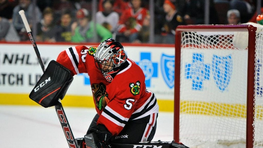 Chicago Blackhawks goalie Corey Crawford makes a save during the first period of a hockey game against the Los Angeles Kings, Sunday, Oct. 30, 2016, in Chicago. (AP Photo/Paul Beaty)