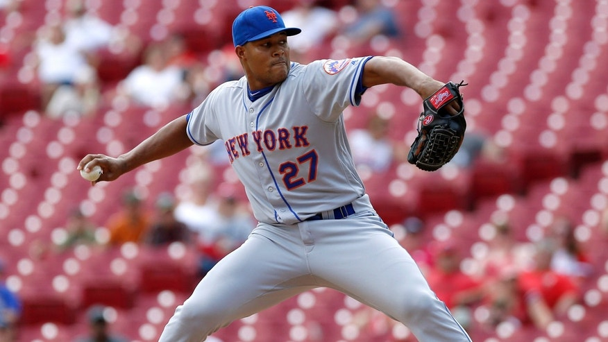 Sep 7, 2016; Cincinnati, OH, USA; New York Mets relief pitcher Jeurys Familia throws against the Cincinnati Reds during the ninth inning at Great American Ball Park.