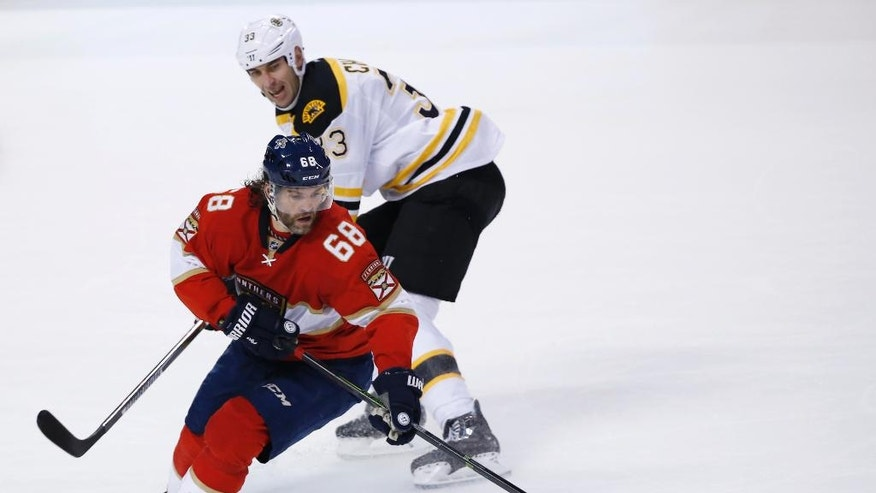 Florida Panthers right wing Jaromir Jagr (68) and Boston Bruins defenseman Zdeno Chara (33) battle for the puck during the first period of an NHL hockey game, Tuesday, Nov. 1, 2016, in Sunrise, Fla. (AP Photo/Wilfredo Lee)