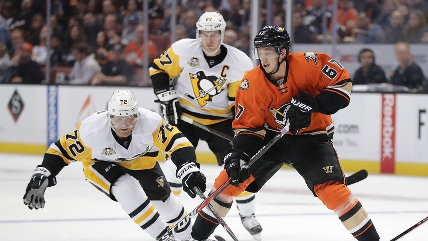 Anaheim Ducks' Rickard Rakell, right, moves the puck against Pittsburgh Penguins' Patric Hornqvist, of Sweden, during the second period of an NHL hockey game Wednesday, Nov. 2, 2016, in Anaheim, Calif. (AP Photo/Jae C. Hong)