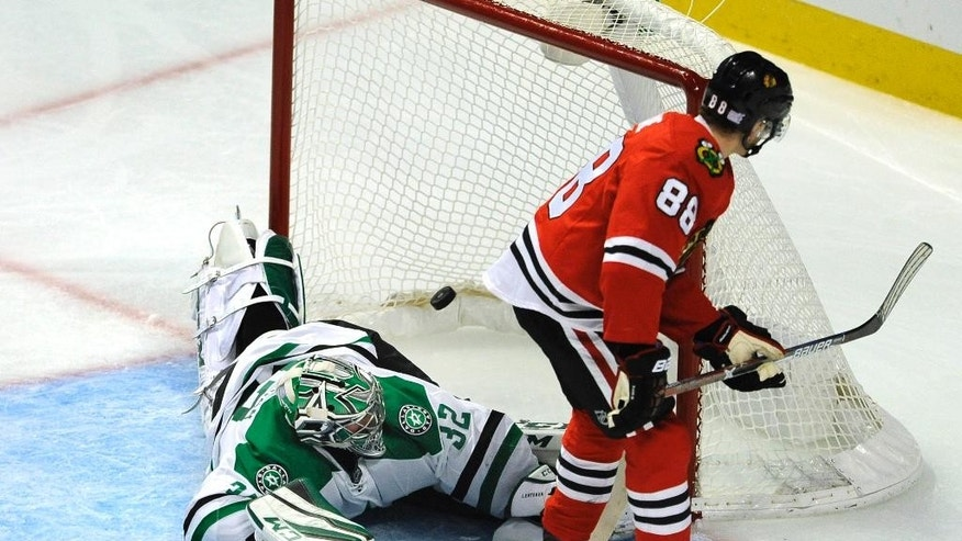 Chicago Blackhawks' Patrick Kane (88) scores a goal against Dallas Stars goalie Kari Lehtonen (32) of Finland, during the second period of a hockey game Sunday, Nov. 6, 2016, in Chicago. (AP Photo/Paul Beaty)