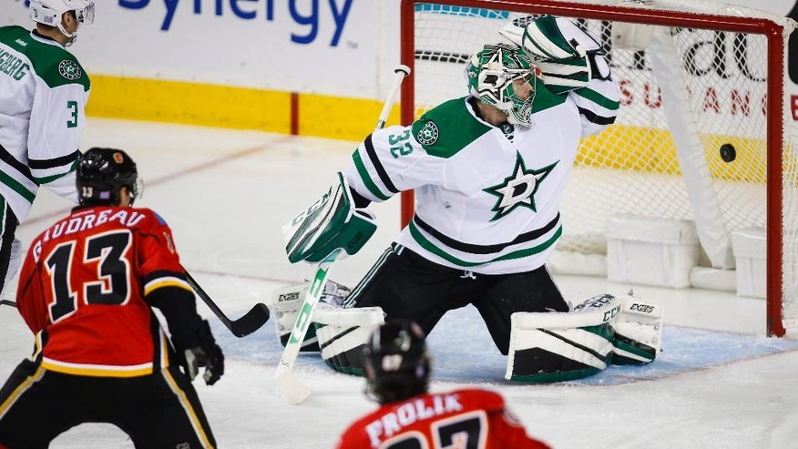 Dallas Stars goalie Kari Lehtonen, right, from Finland, looks back at a goal by Calgary Flames' Johnny Gaudreau, left, during the second period of an NHL hockey game Thursday, Nov. 10, 2016, in Calgary, Alberta. (Jeff McIntosh/The Canadian Press via AP)