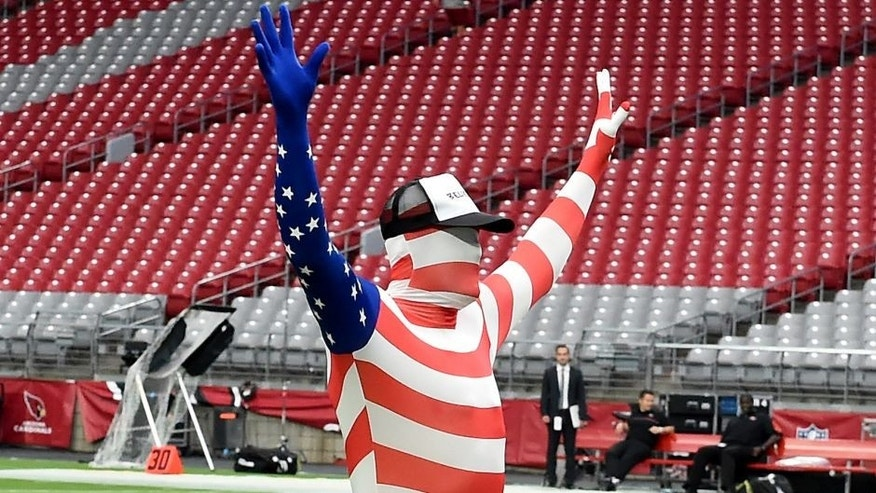 GLENDALE, AZ - NOVEMBER 13: Carson Palmer #3 of the Arizona Cardinals stretches on the field in costume prior to a game against the San Francisco 49ers at University of Phoenix Stadium on November 13, 2016 in Glendale, Arizona. He had to wear the costume after losing a weekly skills competition at practice. (Photo by Norm Hall/Getty Images)
