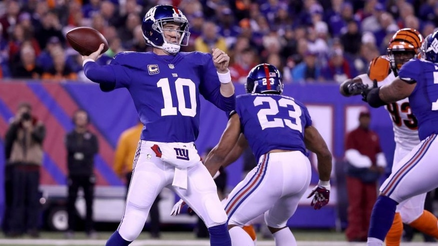 EAST RUTHERFORD, NJ - NOVEMBER 14: Eli Manning #10 of the New York Giants throws a pass against the Cincinnati Bengals during the first quarter of the game at MetLife Stadium on November 14, 2016 in East Rutherford, New Jersey. (Photo by Al Bello/Getty Images)