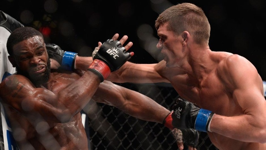 NEW YORK, NY - NOVEMBER 12: (R-L) Stephen Thompson punches Tyron Woodley in their UFC welterweight championship fight during the UFC 205 event at Madison Square Garden on November 12, 2016 in New York City. (Photo by Brandon Magnus/Zuffa LLC/Zuffa LLC via Getty Images)
