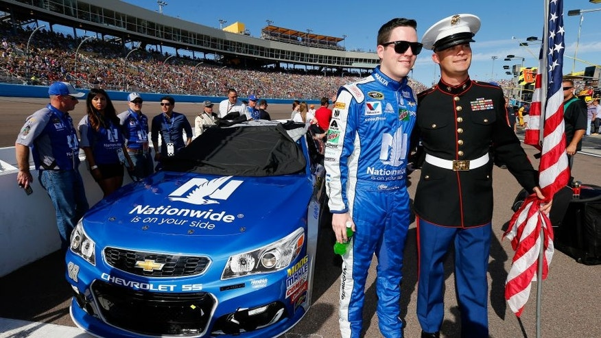 AVONDALE, AZ - NOVEMBER 13: Alex Bowman, driver of the #88 Nationwide Chevrolet, poses for a photo with a military serviceman on pit road prior to the NASCAR Sprint Cup Series Can-Am 500 at Phoenix International Raceway on November 13, 2016 in Avondale, Arizona. (Photo by Jonathan Ferrey/Getty Images)