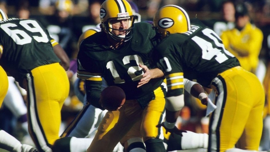 GREEN BAY, WI - OCTOBER 17: Quarterback Lynn Dickey #12 of the Green Bay Packers handing off in a game against the Minnesota Vikings on October 17, 1983 in Green Bay, Wisconsin. (Photo by Ronald C. Modra/Sports Imagery/Getty Images)