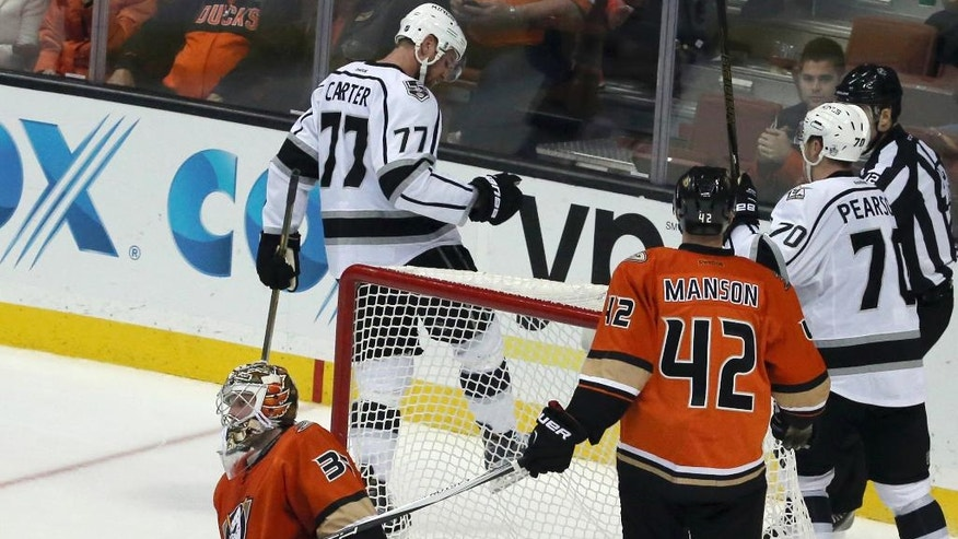 Los Angeles Kings center Jeff Carter (77) celebrates his goal on Anaheim Ducks goalie John Gibson (36) in the second period of an NHL hockey game in Anaheim, Calif., Sunday, Nov. 20, 2016. (AP Photo/Reed Saxon)