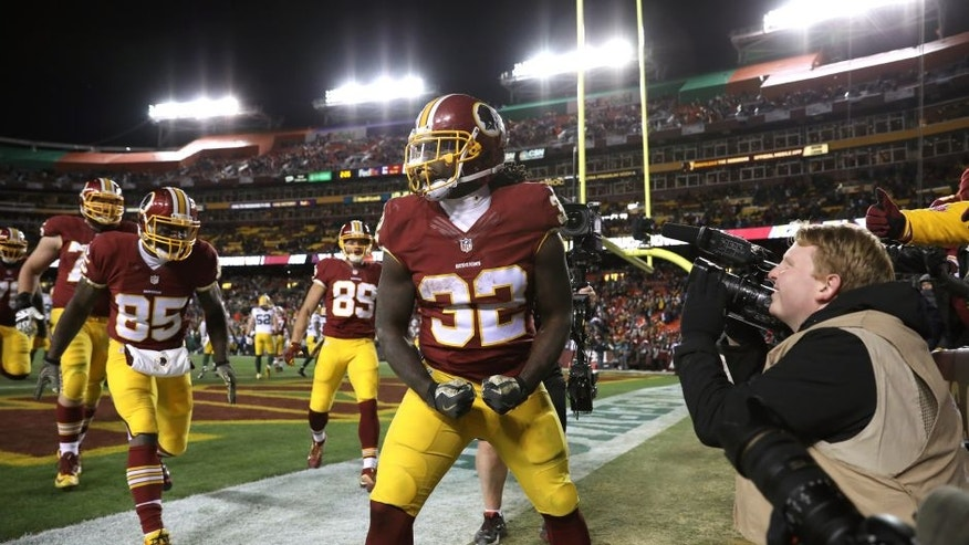 LANDOVER, MD - NOVEMBER 20: Running back Rob Kelley #32 of the Washington Redskins celebrates after scoring a fourth quarter touchdown against the Green Bay Packers at FedExField on November 20, 2016 in Landover, Maryland. (Photo by Patrick Smith/Getty Images)
