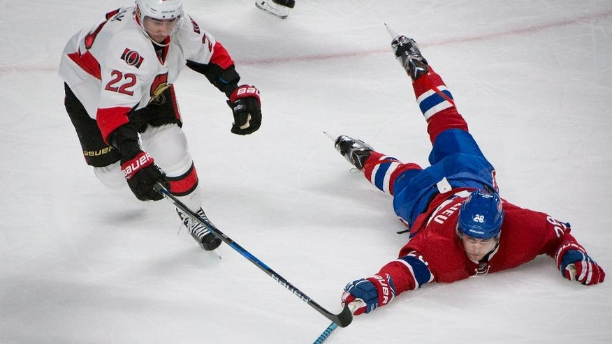 Montreal Canadiens' Nathan Beaulieu, right, battles for the puck with Ottawa Senators' Chris Kelly during the first period of an NHL hockey game, Tuesday, Nov. 22, 2016 in Montreal. (Peter McCabe/The Canadian Press via AP)
