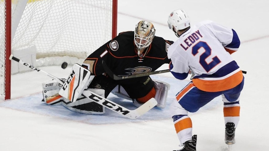 New York Islanders' Nick Leddy, right, scores against Anaheim Ducks goalie Jonathan Bernier in the shootout of an NHL hockey game Tuesday, Nov. 22, 2016, in Anaheim, Calif. The Islanders won 3-2. (AP Photo/Jae C. Hong)