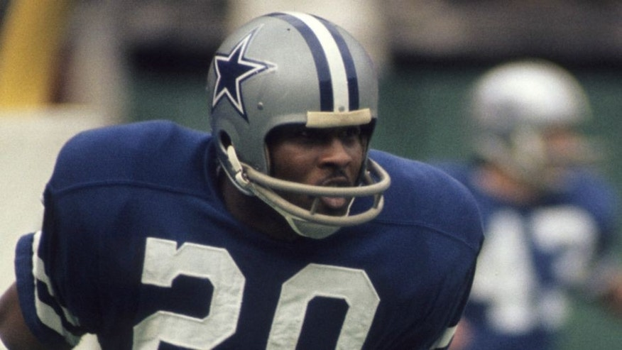 OCTOBER, 1973: Defensive back Mel Renfro #20 of the Dallas Cowboys warms up prior to a game in October, 1973. (Photo by: Tony Tomsic/Getty Images)