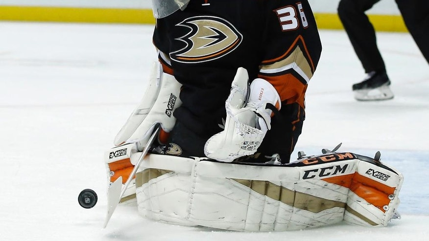 Anaheim Ducks goalie John Gibson stops a shot by the Ottawa Senators during the first period of an NHL hockey game in Anaheim, Calif., Sunday, Dec. 11, 2016. (AP Photo/Alex Gallardo)