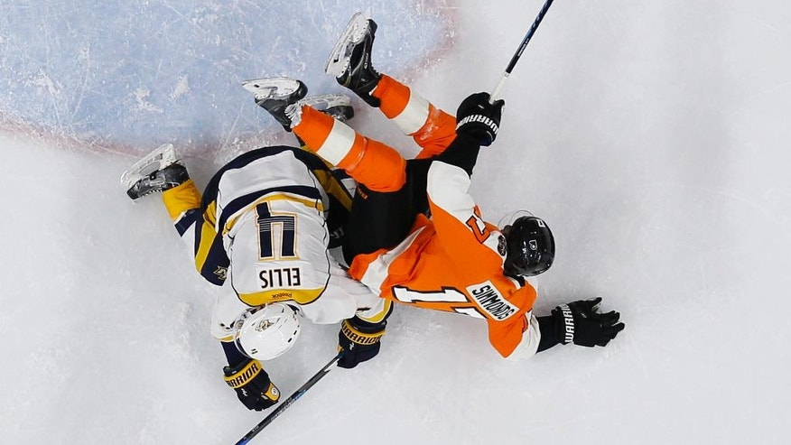 Philadelphia Flyers' Wayne Simmonds, right, and Nashville Predators' Ryan Ellis collide during the second period of an NHL hockey game, Monday, Dec. 19, 2016, in Philadelphia. (AP Photo/Matt Slocum)