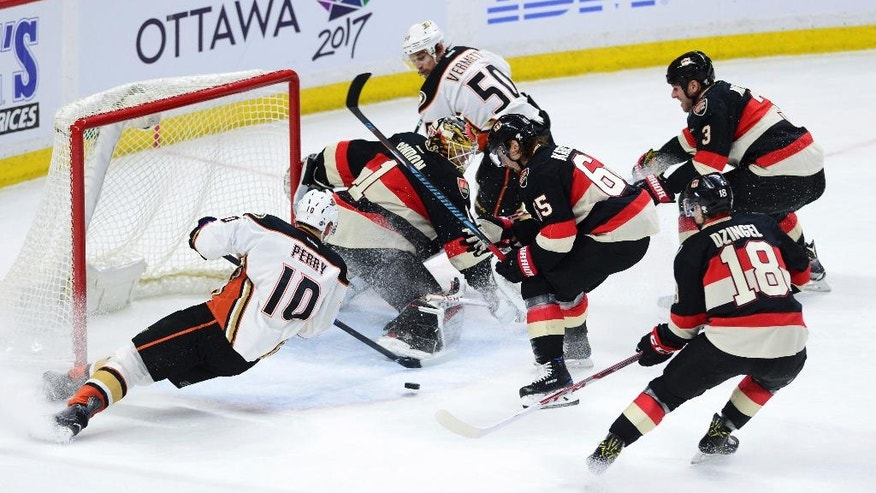 Anaheim Ducks' Corey Perry, left, misses on an attempt to put the puck past Ottawa Senators' Mike Condon during the second period of an NHL hockey game, Thursday, Dec. 22, 2016 in Ottawa, Ontario. (Sean Kilpatrick/The Canadian Press via AP)
