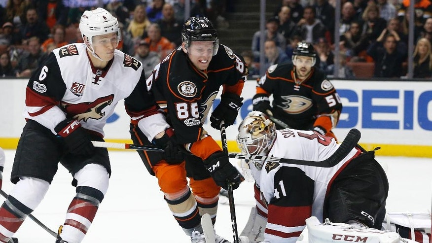 Anaheim Ducks' Ondrej Kase (86) moves in on Arizona Coyotes goalie Mike Smith (41) as Coyotes' Jakob Chychrun (6) defends in the second period of an NHL hockey game in Anaheim, Calif., Friday, Jan. 6, 2017. (AP Photo/Christine Cotter)