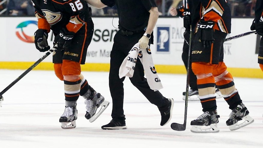 Anaheim Ducks' Ondrej Kase (86) is helped off the ice after a hard fall in the first period of an NHL hockey game against the Arizona Coyotes in Anaheim, Calif., Friday, Jan. 6, 2017. (AP Photo/Christine Cotter)