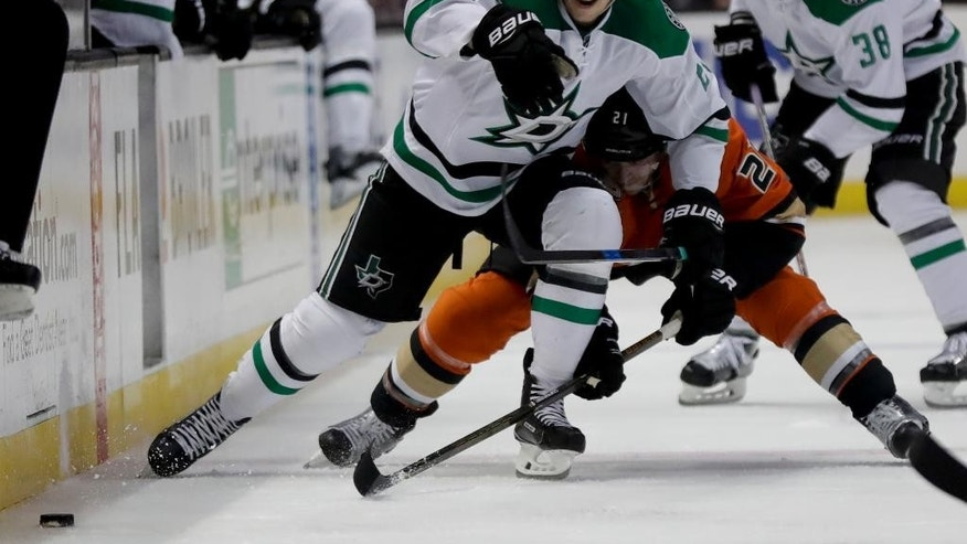 Dallas Stars right wing Adam Cracknell, left, races Anaheim Ducks center Chris Wagner to the puck during the first period of an NHL hockey game in Anaheim, Calif., Tuesday, Jan. 10, 2017. (AP Photo/Chris Carlson)