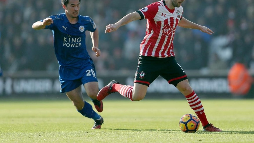 Leicester City's Shinji Okazaki, left, and Southampton's Jay Rodriguez battle for the ball during the English Premier League soccer match between Southampton and Leicester City at St Mary's, Southampton, England, Sunday, Jan. 22, 2017.(David Davies/PA via AP)