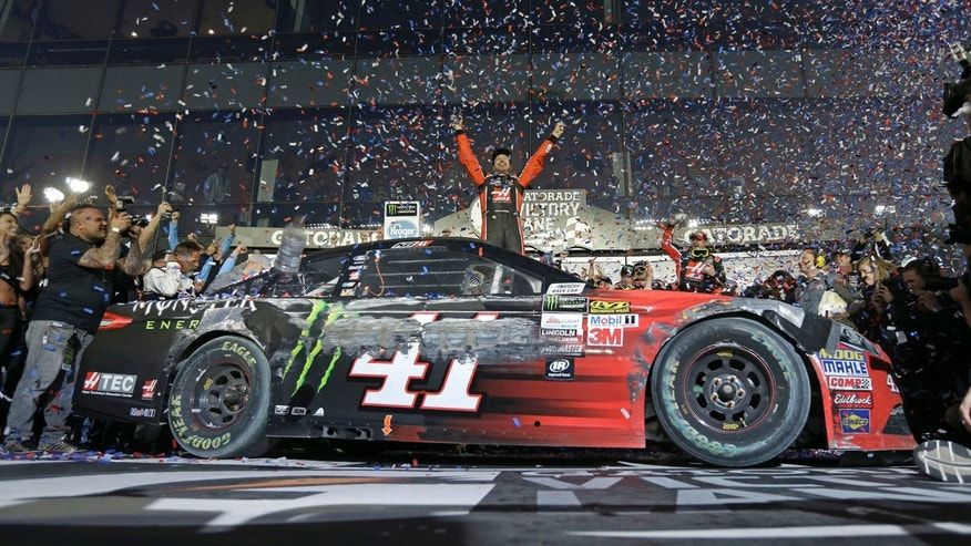 Kurt Busch wins Daytona 500 on last-lap pass