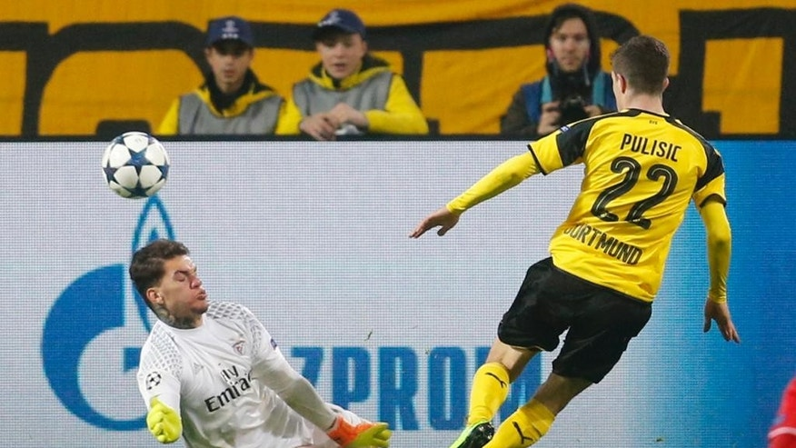 Dortmund's Christian Pulisic, right, scores his side's second goal past Benfica goalkeeper Ederson during the Champions League round of 16, second leg, soccer match between Borussia Dortmund and Benfica in Dortmund, Germany, Wednesday, March 8, 2017. (AP Photo/Michael Probst)