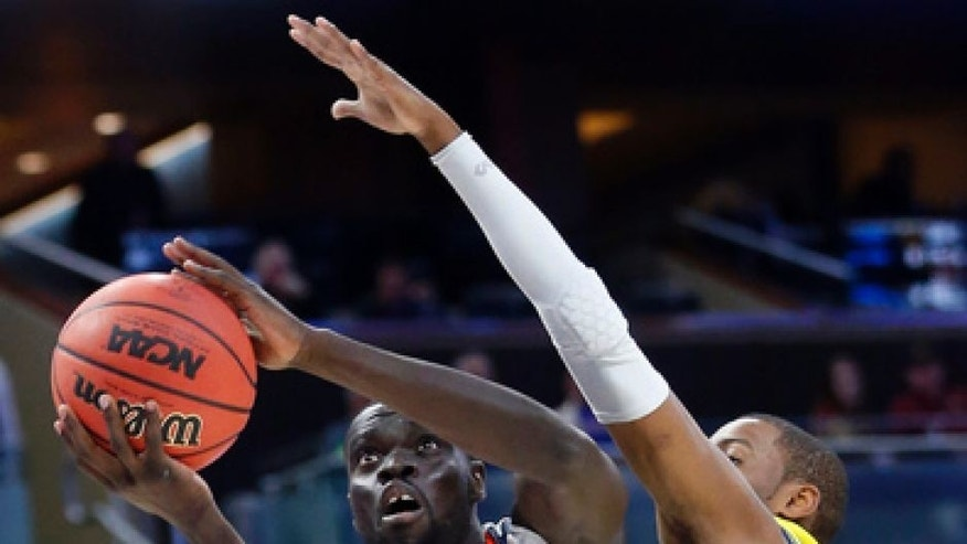 Virginia guard Marial Shayok (4) goes up for a shot against UNC Wilmington guard Chris Flemmings during the first half of a first-round men's college basketball game in the NCAA Tournament, Thursday, March 16, 2017, in Orlando, Fla. (AP Photo/Wilfredo Lee)