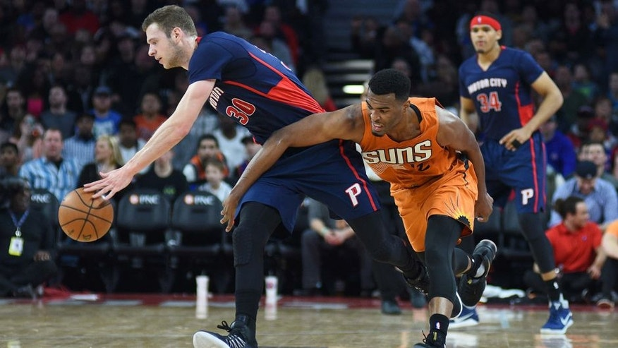 Mar 19, 2017; Auburn Hills, MI, USA; Detroit Pistons forward Jon Leuer (30) and Phoenix Suns forward TJ Warren (12) battle for a loose ball during the second quarter at The Palace of Auburn Hills. Mandatory Credit: Tim Fuller-USA TODAY Sports