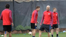 United States' Michael Bradley, right, warms up during a training session in preparation for a World Cup qualifying soccer match Wednesday, March 22, 2017, in San Jose, Calif. The U.S. face Honduras on Friday. (AP Photo/Marcio Jose Sanchez)