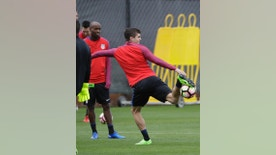United States' Christian Pulisic juggles during a training session in preparation for a World Cup qualifying soccer match Wednesday, March 22, 2017, in San Jose, Calif. USA plays Honduras on Friday. (AP Photo/Marcio Jose Sanchez)