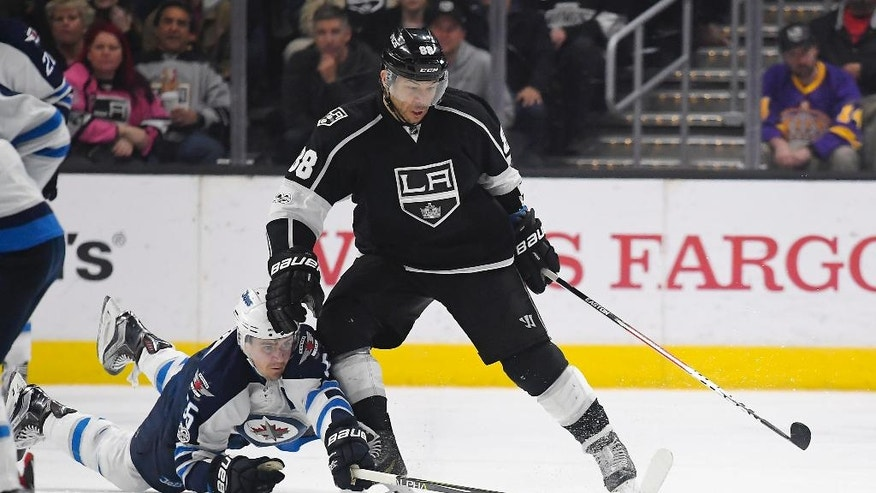 Winnipeg Jets center Mark Scheifele, left, dives for the puck in front of Los Angeles Kings right wing Jarome Iginla during the second period of an NHL hockey game, Thursday, March 23, 2017, in Los Angeles. (AP Photo/Mark J. Terrill)