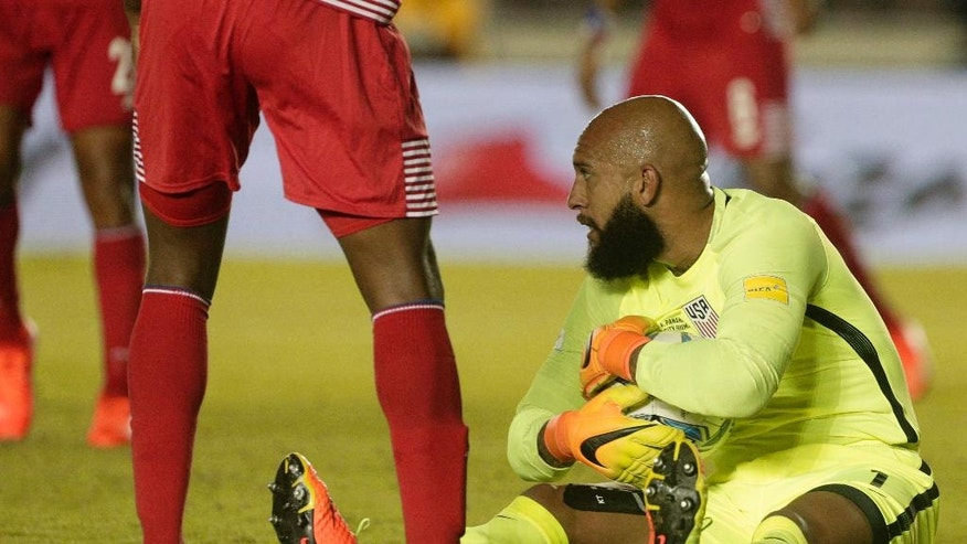 United States goalkeeper Tim Howard, center, grabs the ball during a 2018 World Cup qualifying soccer match against Panama, in Panama City, Tuesday, March 28, 2017. (AP Photo/Arnulfo Franco)