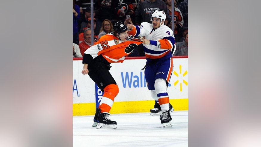 New York Islanders' Travis Hamonic, right, fights with Philadelphia Flyers' Dale Weise, left, during the first period of an NHL hockey game, Thursday, March 30, 2017, in Philadelphia. (AP Photo/Chris Szagola)