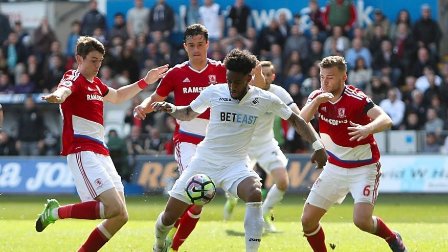 Swansea City's Leroy Fer, centre, in action against Middlesbrough's Marten de Roon, left, and Ben Gibson during their English Premier League soccer match at the Liberty Stadium in Swansea, England, Sunday April 2, 2017. (David Davies/PA via AP)