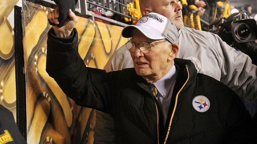 PITTSBURGH, PA - JANUARY 23: Owner Dan Rooney of the Pittsburgh Steelers celebrates their 24 to 19 win over the New York Jets in the 2011 AFC Championship game at Heinz Field on January 23, 2011 in Pittsburgh, Pennsylvania. (Photo by Ronald Martinez/Getty Images)