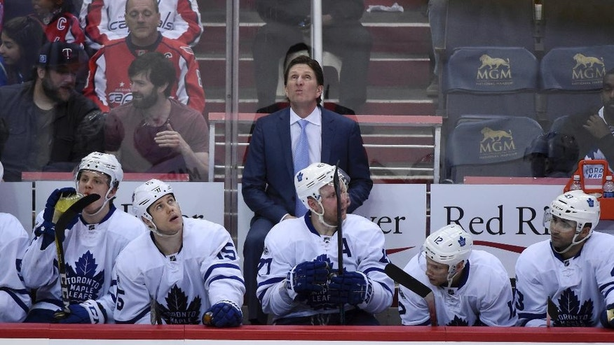 Toronto Maple Leafs coach Mike Babcock looks up at the scoreboard during third period against the Washington Capitals in Game 1 of an NHL hockey Stanley Cup first-round playoff series in Washington, Thursday, April 13, 2017. The Capitals won 3-2. (AP Photo/Molly Riley)