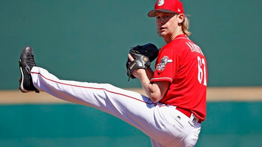 Cincinnati Reds starting pitcher Bronson Arroyo warms up prior to a spring training baseball game against the Milwaukee Brewers, Sunday, March 12, 2017, in Goodyear, Ariz. (AP Photo/Ross D. Franklin)