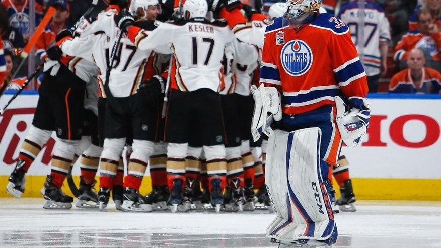 Leon Draisaitl records historic hat trick for Oilers vs. Ducks