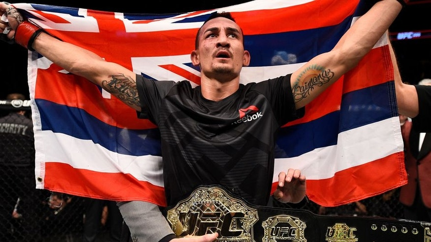 http://a57.foxnews.com/images.foxnews.com/content/fox-news/sports/2017/06/06/max-holloway-receives-hero-welcome-after-arriving-in-hawaii-as-undisputed/_jcr_content/par/featured-media/media-0.img.jpg/876/493/1496766549371.jpg?ve=1&tl=1