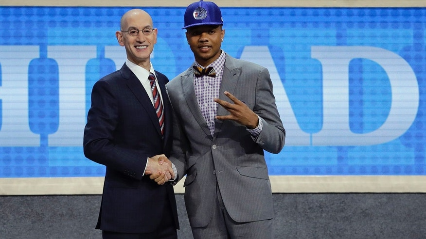 http://a57.foxnews.com/images.foxnews.com/content/fox-news/sports/2017/06/22/nba-draft-philadelphia-76ers-select-markelle-fultz-no-1-overall/_jcr_content/par/featured_image/media-0.img.jpg/876/493/1498175824535.jpg?ve=1&tl=1