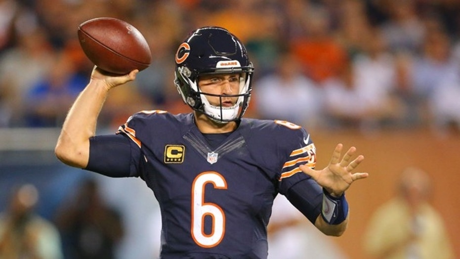 Sep 19, 2016; Chicago, IL, USA; Chicago Bears quarterback Jay Cutler (6) throws the ball during the second quarter against the Philadelphia Eagles at Soldier Field. Mandatory Credit: Dennis Wierzbicki-USA TODAY Sports - RTSOIEO