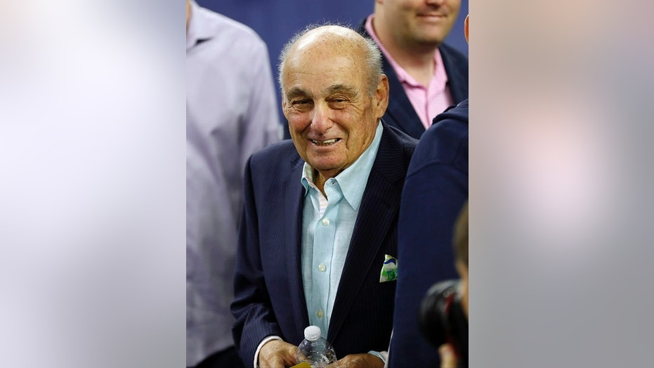 Former Villanova coach Rollie Massimino watches the Wildcats face North Carolina in the 2016 NCAA men's basketball title game.