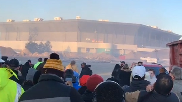 Pontiac Silverdome demolition begins with failed partial implosion