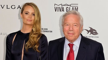 U.S. businessman Robert Kraft and his girlfriend actress Ricki Noel Lander arrive at the Elton John AIDS Foundation Academy Awards Viewing Party in West Hollywood, California February 28, 2016. REUTERS/Gus Ruelas - TB3EC2T06H3HX