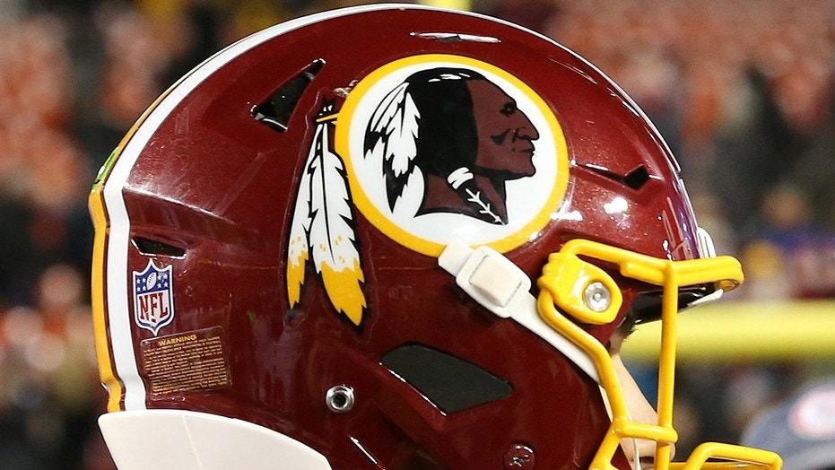 The Washington Redskins announced the organization will present replacement players from the 1987 team with Super Bowl rings.