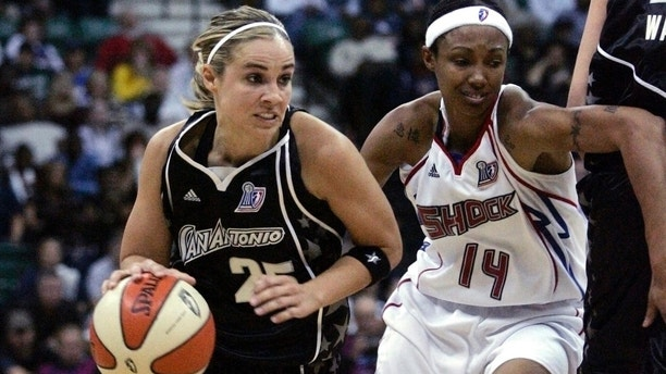 San Antonio Silver Stars guard Becky Hammon drives past Detroit Shock guard Deanna Nolan during the first half of Game 3 of their WNBA basketball finals in Yipsilanti, Michigan October 5, 2008.    REUTERS/Rebecca Cook   (UNITED STATES) - GM1E4A60GWC01